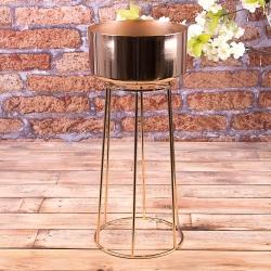 Металическая ваза золотая на ножке-клетке
