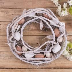 венок пасхальный с бело - коричневыми яйцами