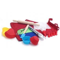 Детский набор для выпечки (10предметов): 1шт фартук; 4шт мини-форм для выпечки; 1шт мини-щипцы стальные; 1шт веничек; 1шт скалка; 1шт мини-лопатка силиконовая; 1шт шприц кондитерский + 4 насадки